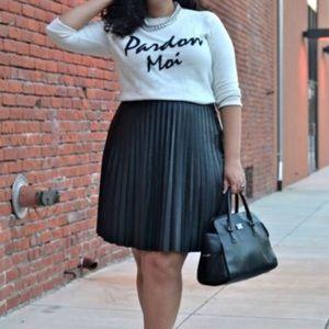 HP🎉 Alfani NWT black faux leather pleated skirt